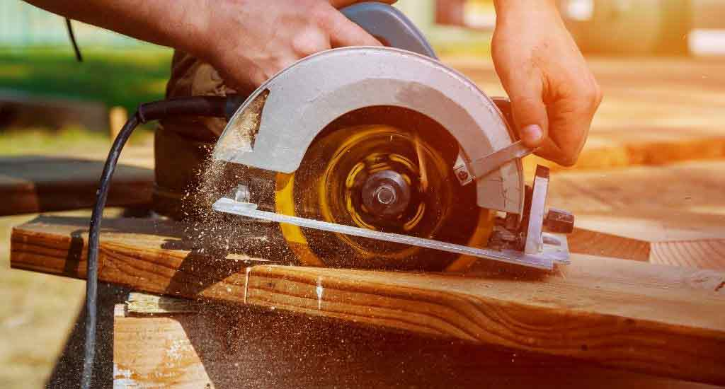 Best Miter Saws For Beginners - cover