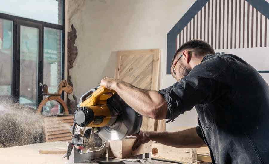 can-you-use-a-smaller-blade-on-a-miter-saw