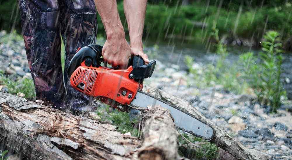 Can-you-use-a-chain-saw-in-the-rain